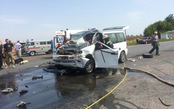 ДТП под Черкассами: один погибший, 10 пострадавших