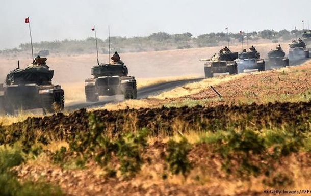 Турция усилила группировку бронетехники на севере Сирии