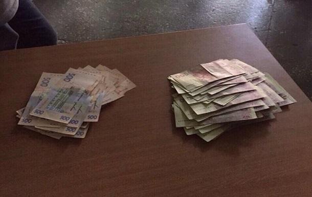 Чиновника в Киеве задержали на взятке в 50 тысяч гривен