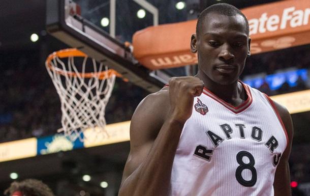 НБА. Лідери Торонто посміялися над віком Бійомбо
