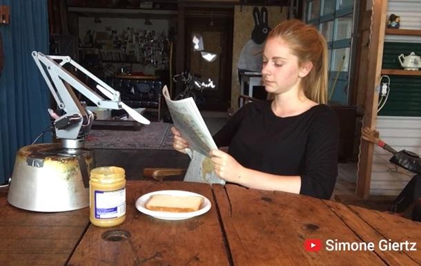 Шведка представила робота, що робить бутерброди