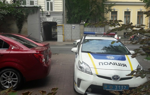 Киевлян возмутила парковка полиции: фотофакт