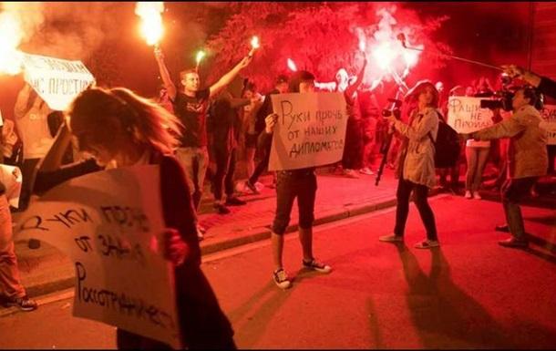 Київ направив ноту протесту за напад на посольство в Москві