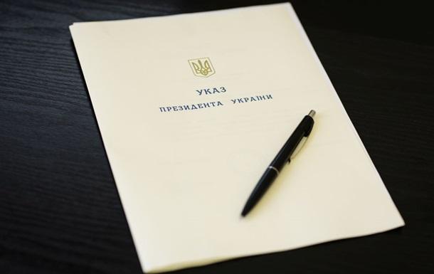 Порошенко відзначив держнагородами 78 учасників АТО