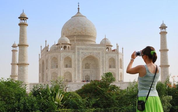 Туристкам порадили не носити спідниць в Індії