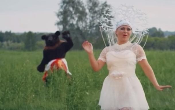Девушки и медведи. Сеть повеселил патриотический клип о России