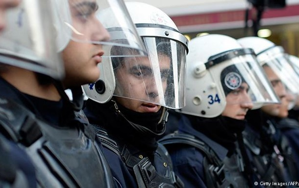 Турецкая полиция разогнала протестующих на границе с Сирией