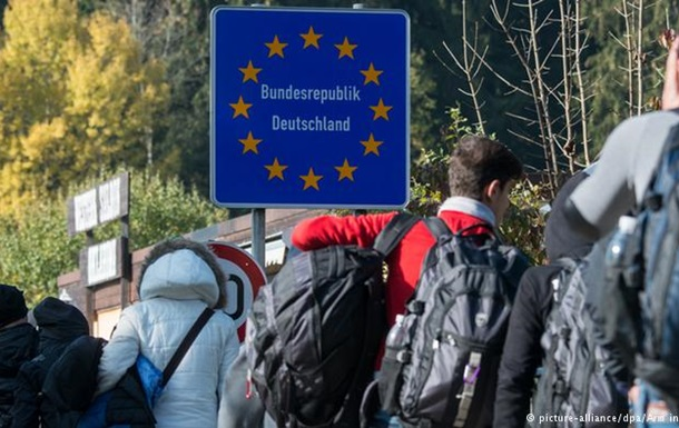 Німеччина хоче повертати біженців назад до Греції