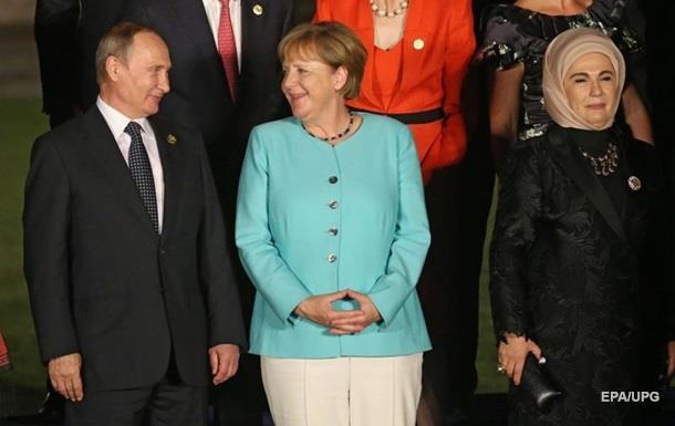 Путін і Меркель обговорили ситуацію в Україні