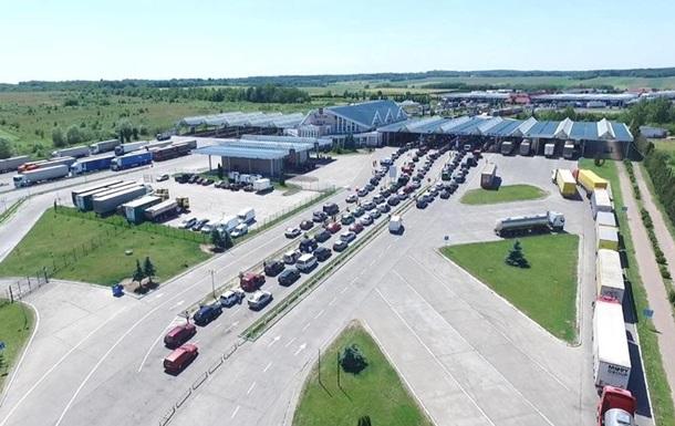 На кордоні з Польщею скупчилися понад півтисячі авто