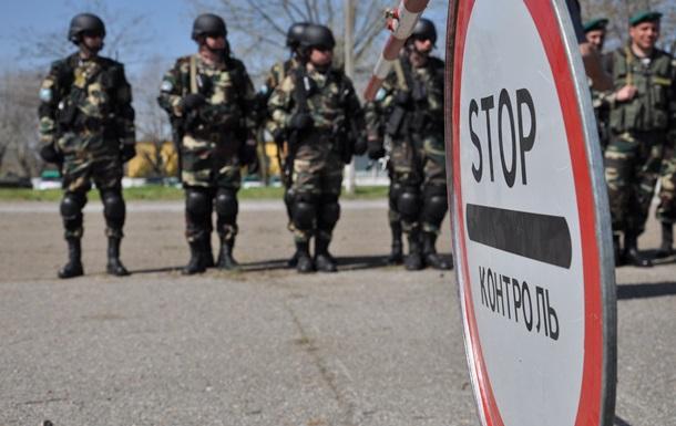 На кордоні з Кримом затримали двох українців