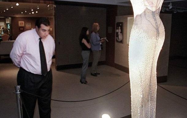 Сукню, у якій Мерилін Монро співала для Кеннеді, продають