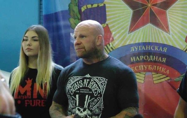 Боєць Джефф Монсон приїхав до Луганська за паспортом