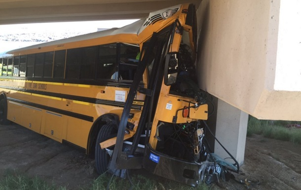 В аеропорту Денвера у ДТП потрапив шкільний автобус