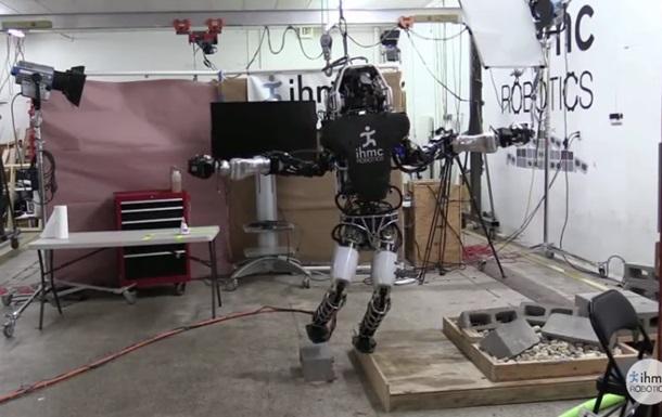 Робота Atlas научили балансировать на одной ноге