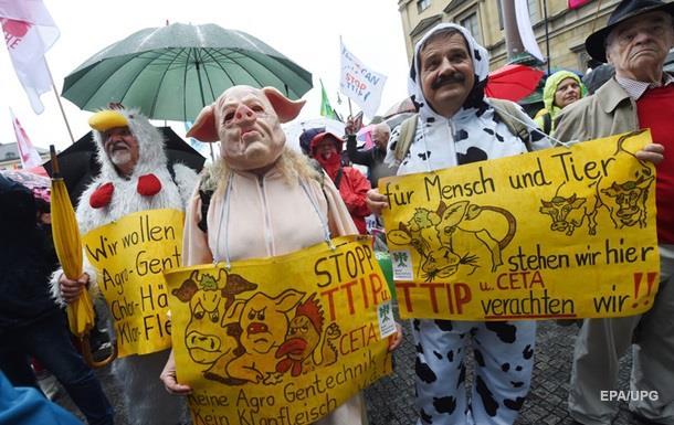 В ФРГ протестуют против торговли с Канадой и США