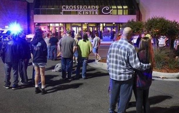 В Миннесоте мужчина ранил ножом в ТЦ восемь человек