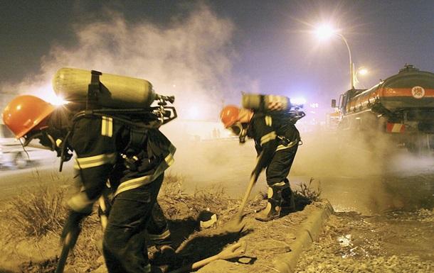 У Китаї перекинулася вантажівка з 20 тоннами кислоти