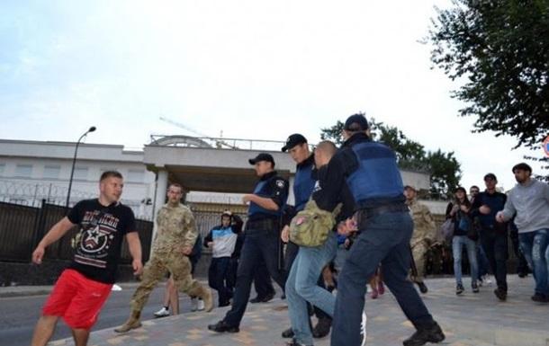 Под консульством РФ в Одессе снова стычки