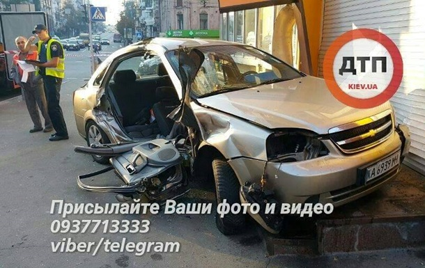 В Киеве после ДТП с полицейскими скончался пассажир такси