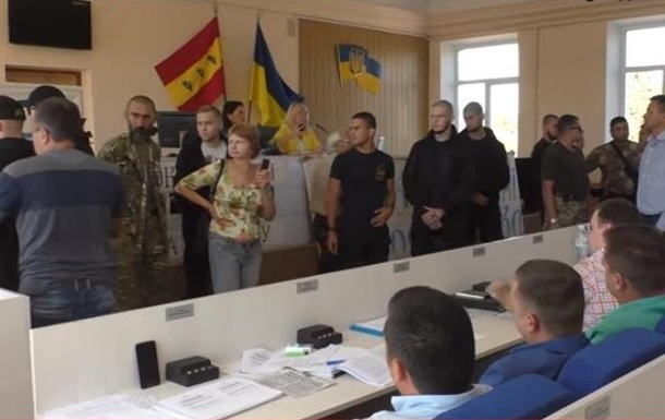 СМИ: Радикалы вынудили выделить землю УПЦ КП
