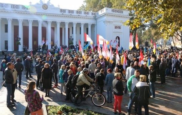 Под мэрией Одессы произошли столкновения