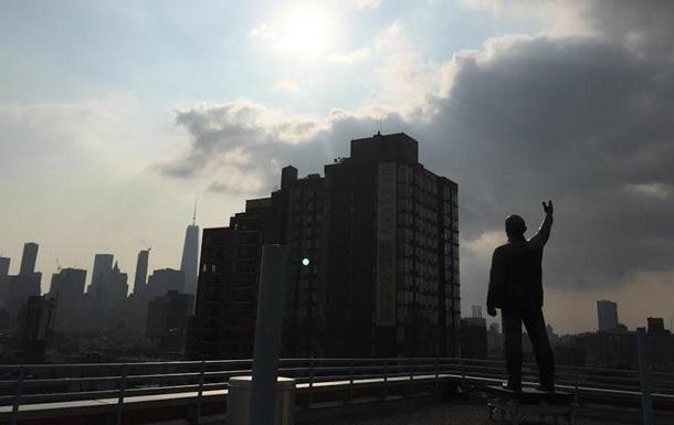 У Нью-Йорку з даху будинку демонтували Леніна
