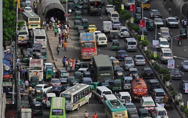 У Бангладеші заборонять мати більше двох авто в родині