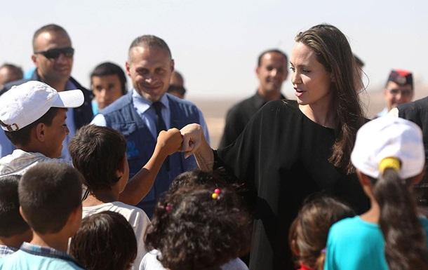 Джоли и Питт разводятся из-за политических амбиций актрисы - СМИ