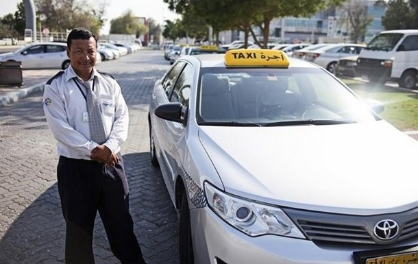 Таксист в ОАЭ вернул пассажиру полмиллиона долларов