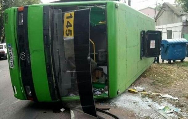 В Одессе перевернулась маршрутка с пассажирами