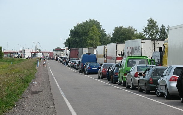 На границе с Польшей застряли более 600 автомобилей