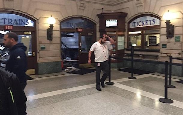 При крушении поезда в США погибли три человека