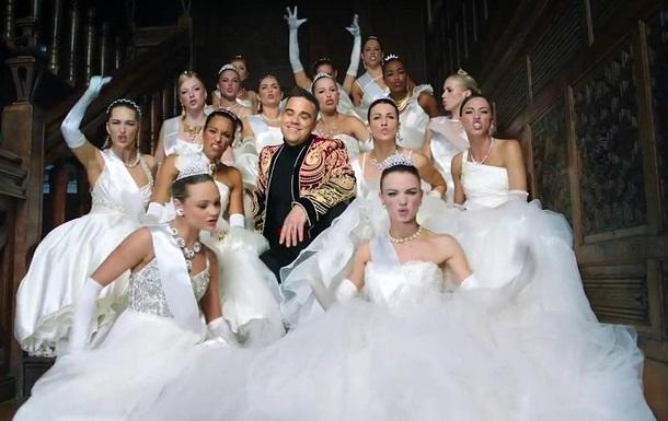 Робби Уильямс высмеял русских богачей в клипе