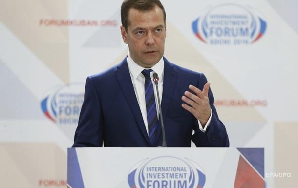 Медведєв скаржиться на брак іноземних фінансів