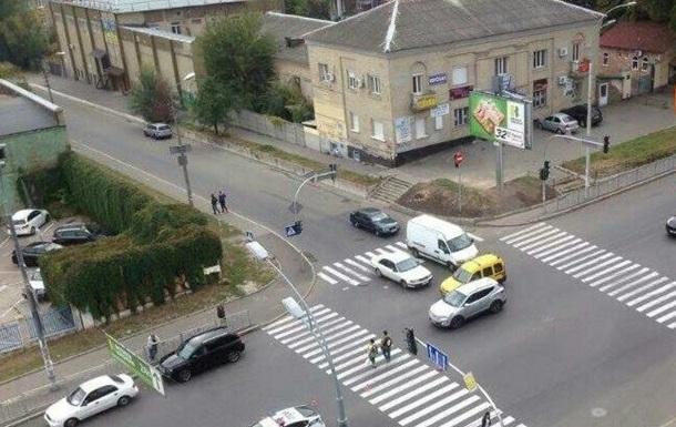 В Киеве на пешеходном переходе сбили девушку