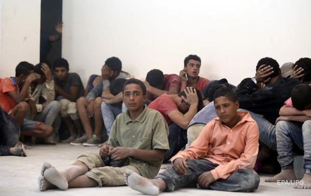 Президент Чехії запропонував відправляти мігрантів на безлюдні острови