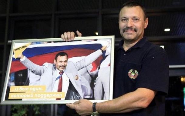 Белорусу с флагом РФ в Рио подарили квартиру под Москвой