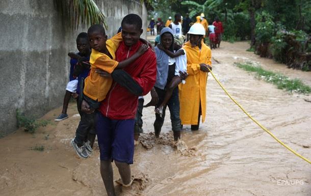 На Гаїті налетів потужний ураган