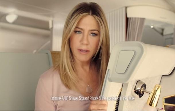 Еністон знялася в рекламі авіаліній Emirates