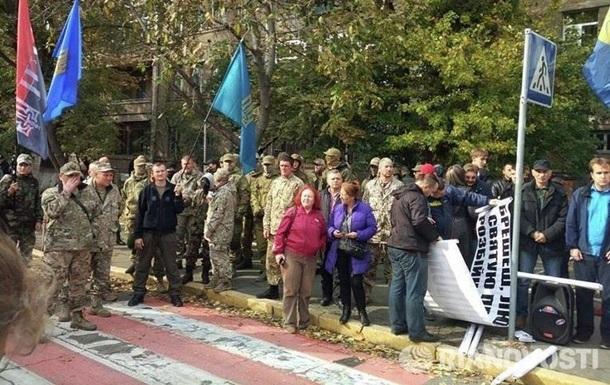 У Києві Правий сектор вимагає відставки Авакова і Деканоїдзе