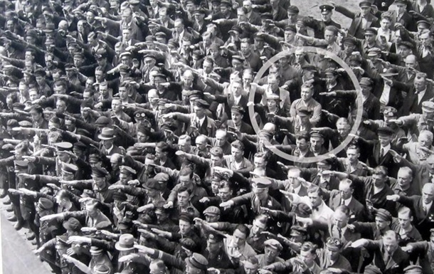Закономерный путь от демократии к фашизму