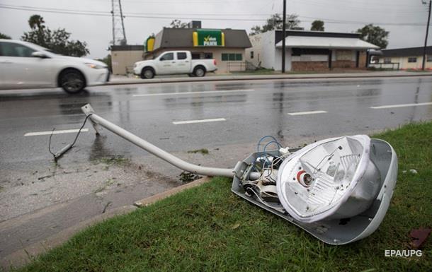 Жертв урагана Мэтью уже почти 900