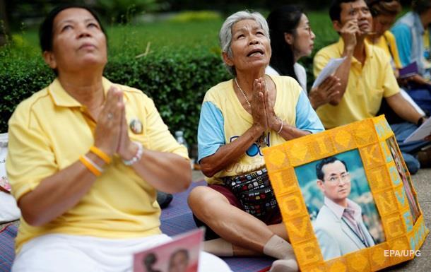 Короля Таиланда подключили к аппарату искусственного дыхания