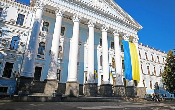 На будівлі Міноборони вивісили 11-метровий прапор
