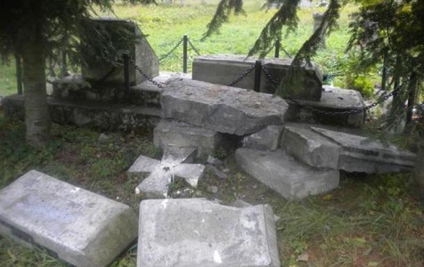 Поляки извинились за уничтожение памятника украинским воинам