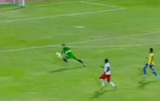 В Єгипті воротареві можна грати руками по всьому полю?