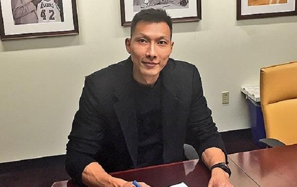 Найкращий китайський баскетболіст попросив Лос-Анджелес Лейкерс, аби його відрахували