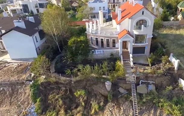 Елітні котеджі сповзають в море під Одесою