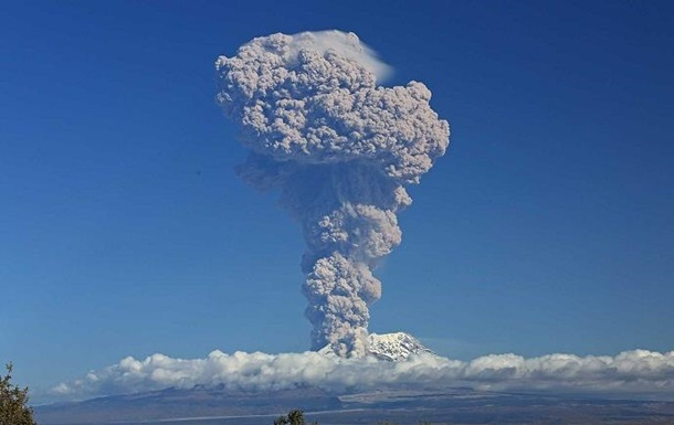 Вулкан на Камчатке выбросил столб пепла на 6,5 километра